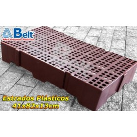 Estrado Plástico 41x82x13cm na cor marrom