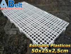 Estrado plástico 50 x 25 x 2,5 cm na cor natural