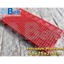 Estrado plástico 50 x 25 x 2,5 cm na cor vermelha